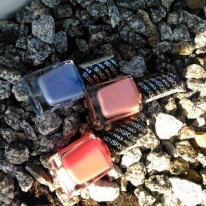 Zastanawiamy si ktrym wakacyjnym kolorem lakieru pomalowa dzi paznokcie?