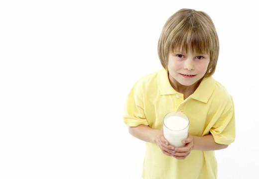 Skaza białkowa a alergia na mleko