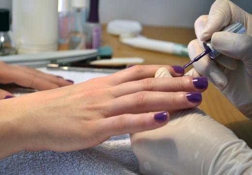 Lakiery do paznokci – czyli piękną być w dobie ftalanów i formaldehydu