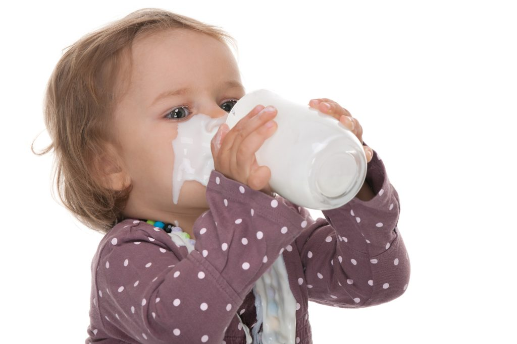 Krowie mleko a alergia u niemowląt?