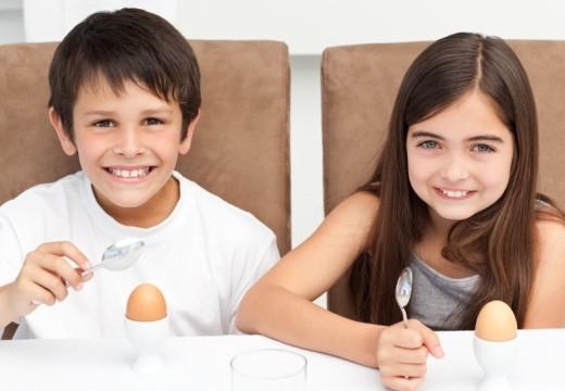 Silniejsze AZS u dzieci – dłuższa alergia na jajka i mleko?