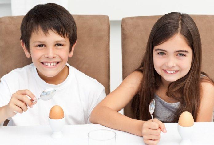 Silniejsze AZS u dzieci - dłuższa alergia na jajka i mleko?
