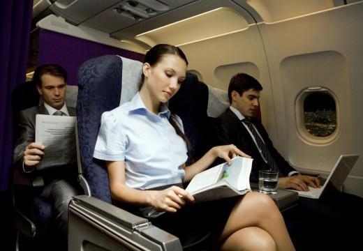 Czego się wystrzegać w samolocie?