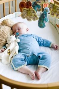 Jak urządzić pokój dla małego alergika?