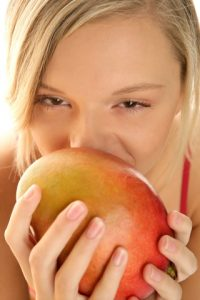 Reakcje alergiczne na trujący bluszcz i ...mango