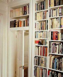 Porządki w salonie - czyścimy książki i obrazy