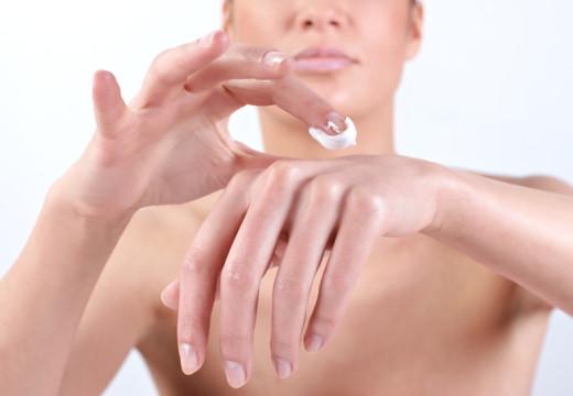 Jak zadbać o dłonie i paznokcie?