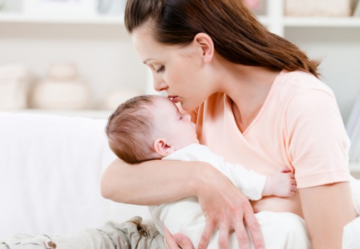 Poród przez cesarskie cięcie a ryzyko astmy