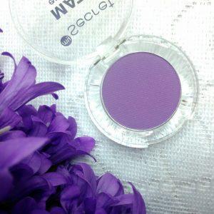 Fiolet to podobno uniwersalny kolor w makijażu oczu. Pasuje do…