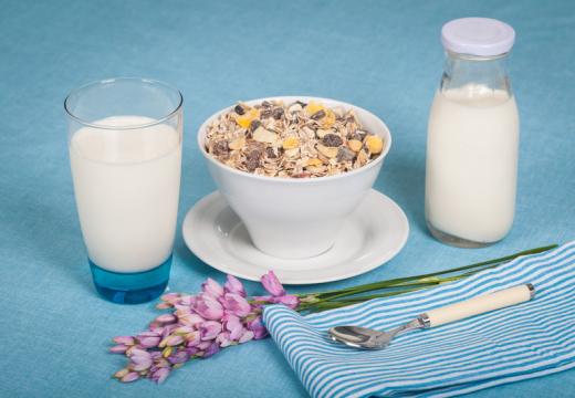 Boli cię brzuch? Może to być jeden z objawów alergii na mleko