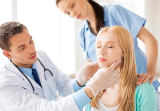 Jak odróżnić alergiczne zapalenie migdałków od anginy?