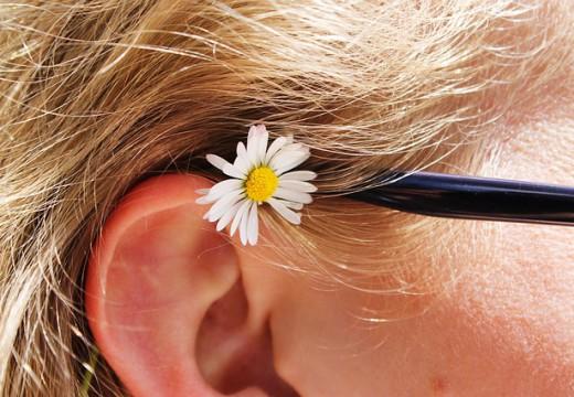 Nietypowe objawy alergii – zatkane uszy