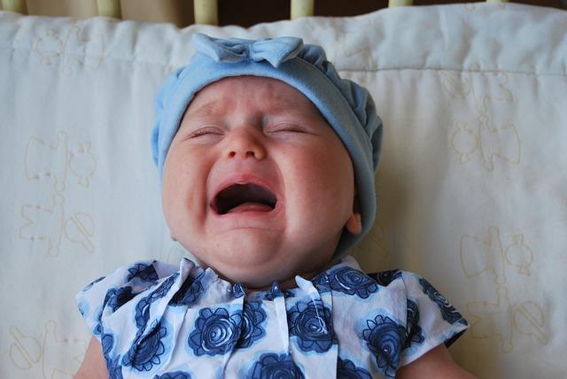 płaczące niemowlę
