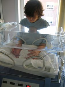 dziecko w inkubatorze