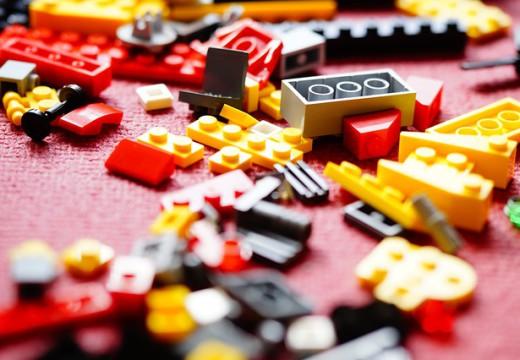 Klocki, czyli zabawki, które rozwijają wyobraźnię