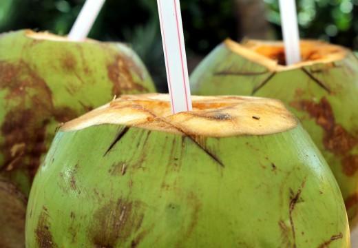Woda kokosowa – idealna dla małego alergika?