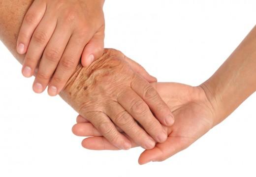 Etapy AZS – jak pielęgnować skórę dłoni?