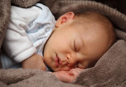 Czy otulanie dziecka może być niebezpieczne?