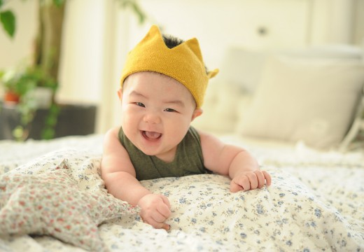 Masaż Shantala. Dlaczego warto masować niemowlę?