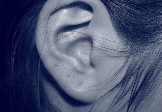 Alergia a zatkane uszy – co mają ze sobą wspólnego?