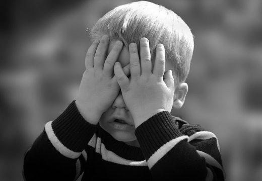 Atopowe zapalenie skóry głowy – przyczyny i objawy