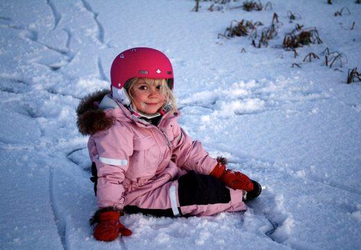 Zimowy urlop z dzieckiem – o czym należy pamiętać?