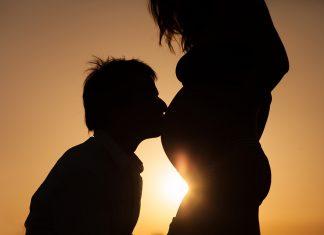 urodzić dziecko
