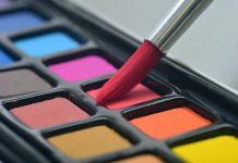 Coraz popularniejsze stają się pędzle do makijażu. Dziś można kupić komplet niemal w każdej drogerii. Do niedawna królowały jednak pacynki, gąbki i własne palce. Dlaczego warto kupić pędzle do makijażu.
