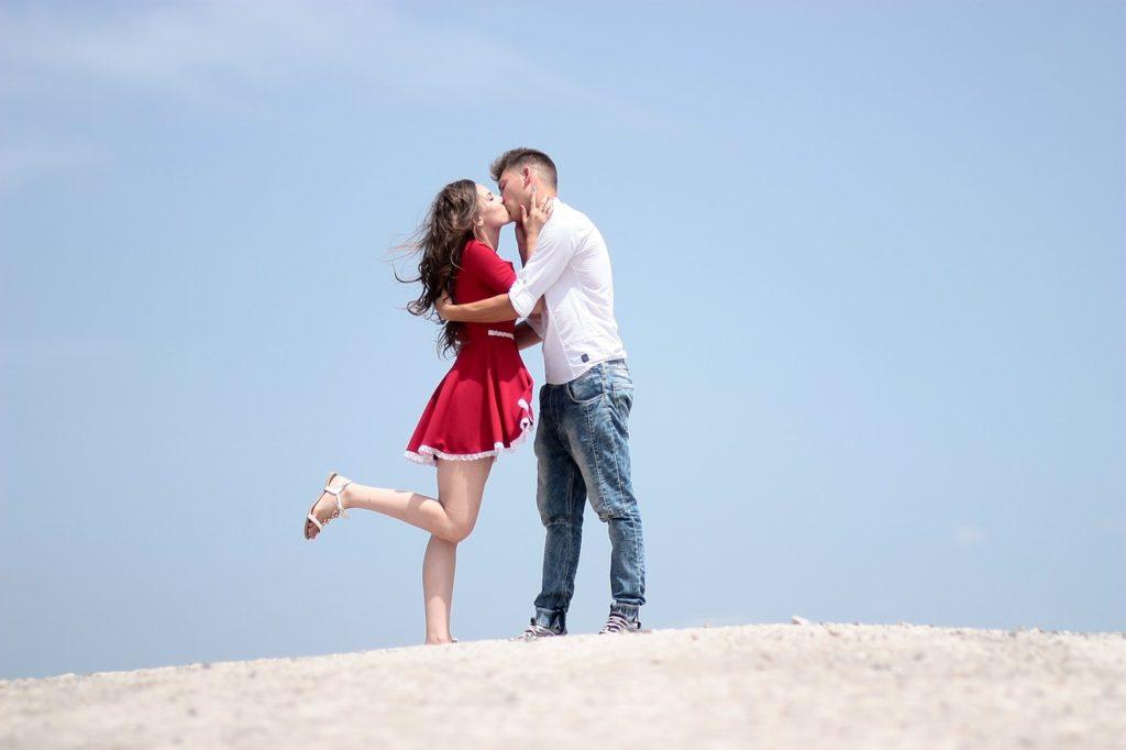 Czym możesz zarazić się podczas pocałunku z przypadkowym facetem