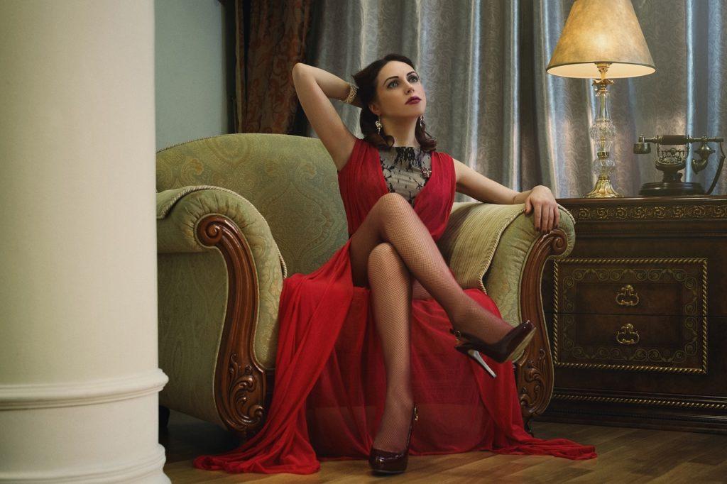 Jak dobrać stanik do nietypowego kroju sukienki