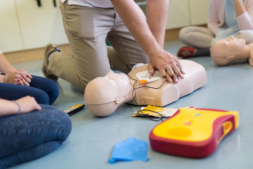 Jak wygląda kurs pierwszej pomocy? Sprawdzamy czego możesz się spodziewać