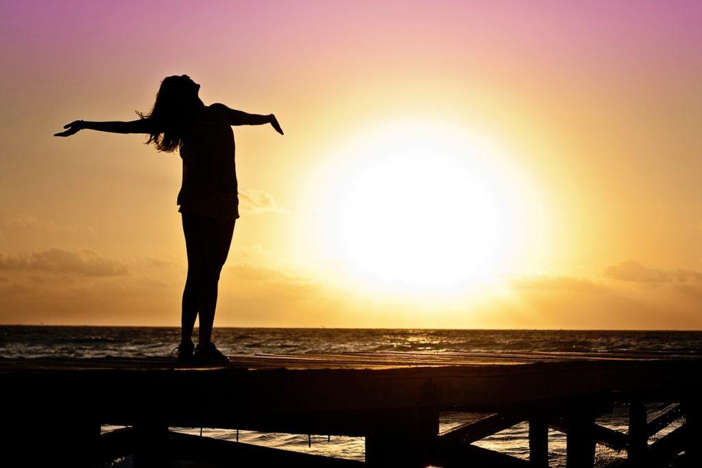 5 zalet bycia niską kobietą