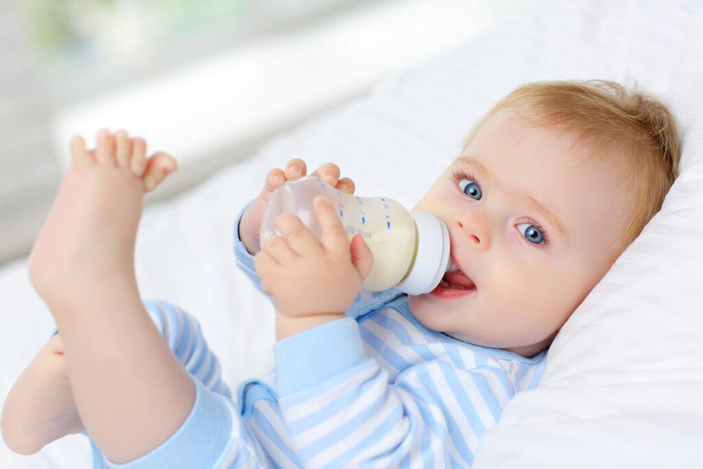 Jak zapobiegać czkawce i kolce u noworodka
