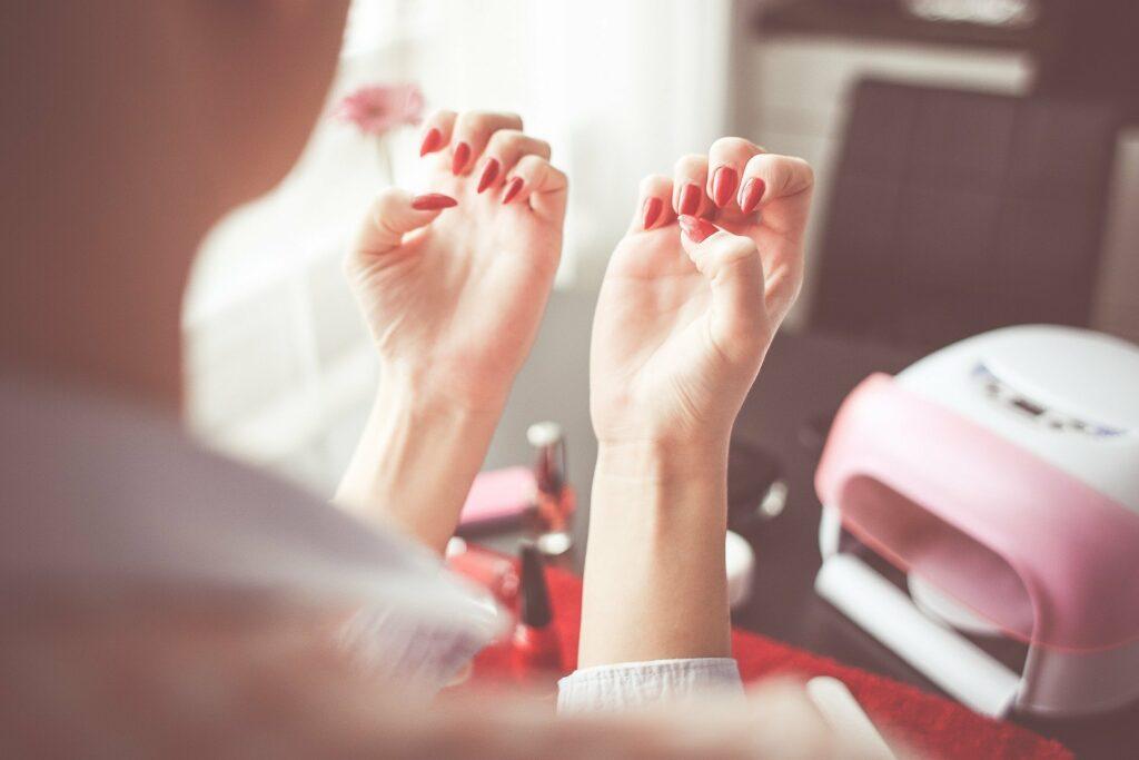 Czy w ciąży można wykonywać manicure hybrydowy