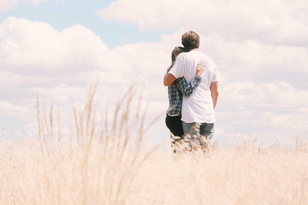 Dlaczego nie warto się zbyt szybko angażować w związek