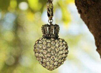 Czy warto kupować biżuterię w sieciówkach