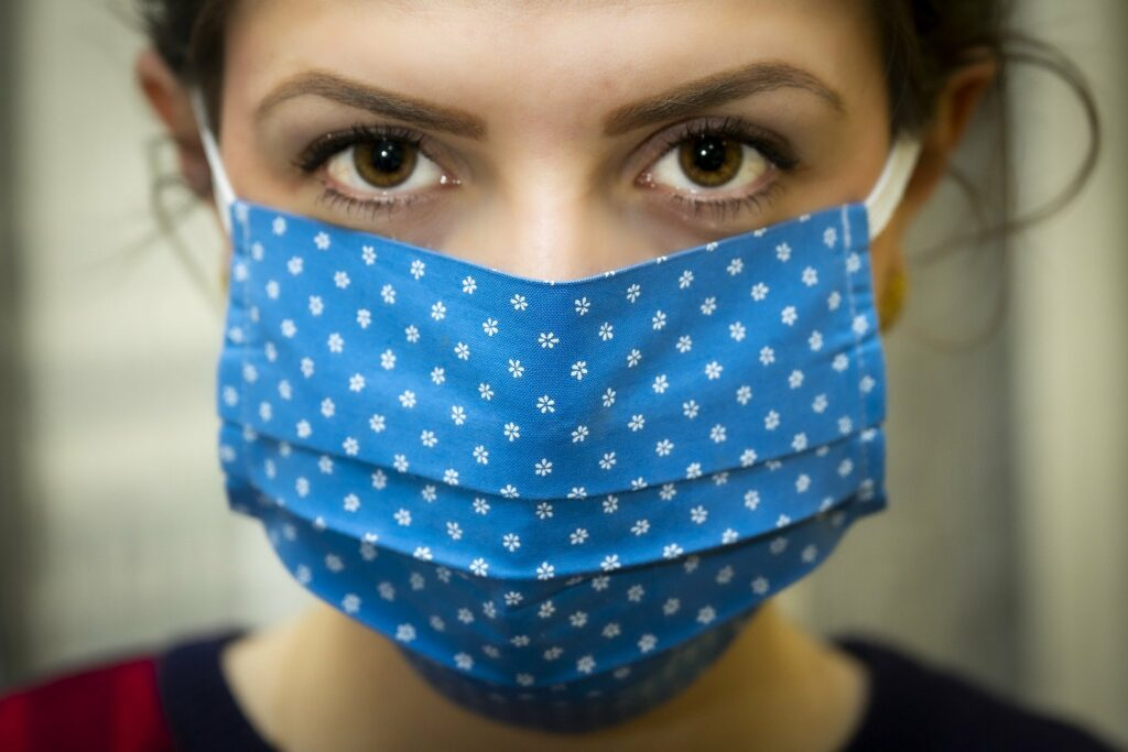 Epidemia COVID-19 w Polsce staje się coraz bardziej dramatyczna
