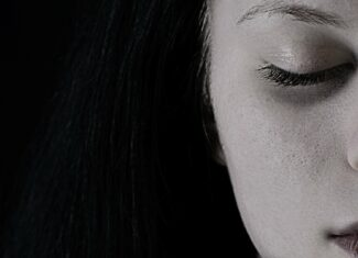 Jak poradzić sobie z uczuciem wewnętrznego rozbicia po rozstaniu