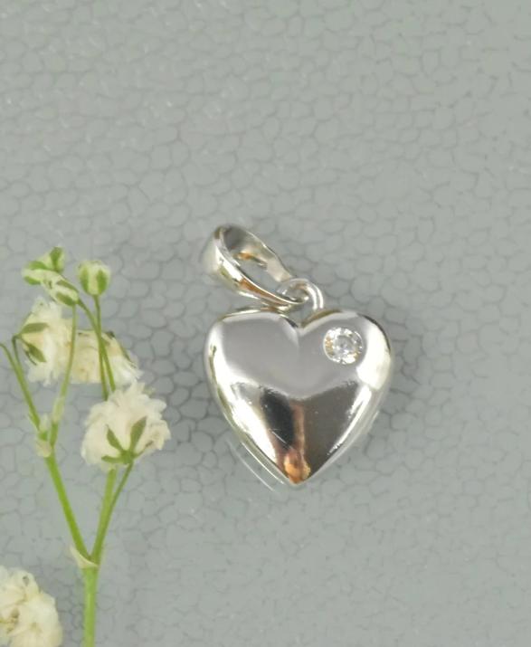 zawieszka w kształcie serca z cyrkonią