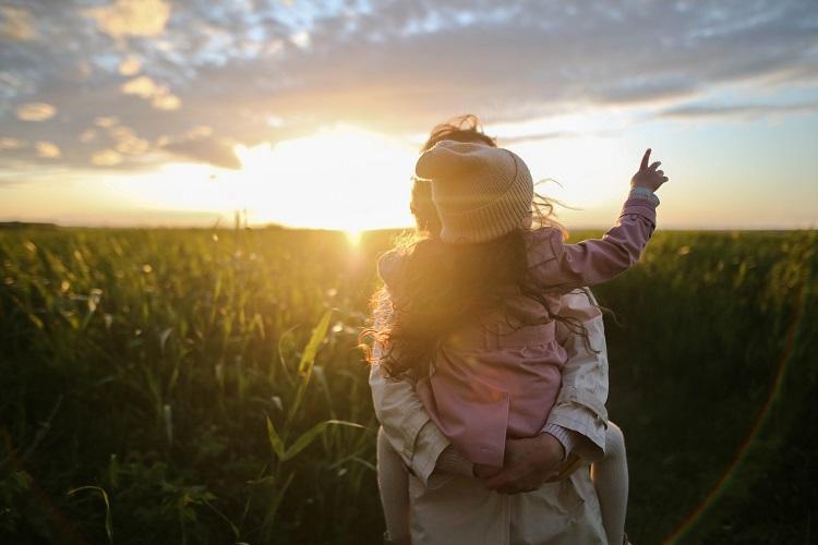 Jak umiejętnie budować bliskość z dzieckiem