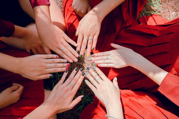 trendy w letnim manicure