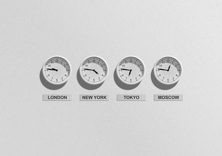 zegary ścienne ze strefami czasowymi