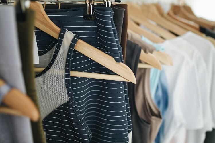 Skąd się biorą ubrania w lumpeksach